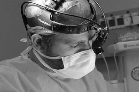 מנתח פלסטי בכיר, כירורג פלסטי
